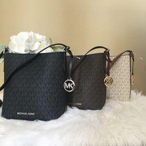 New Michael Kors Kimberly pocket bag